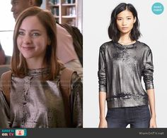 Brenna's metallic sweatshirt on Chasing Life.  Outfit Details: http://wornontv.net/50853/ #ChasingLife