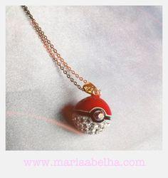 Colar Pokebola www.mariaabelha.com #mariaabelha