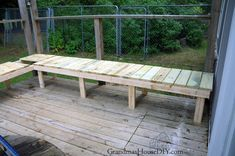 Diy garden bench ideas making a garden bench from pallets how to build outdoor bench out . Front Porch Bench, Small Front Porches, Outdoor Stools, Outdoor Tables, Outdoor Decor, Wood Tables, Diy Furniture Cushions, Diy Bank, Hardwood Lumber
