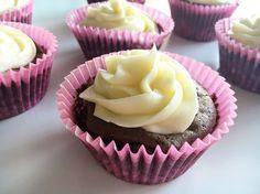 Idas glutenfria fyllda chokladcupcakes med vaniljfrosting Gluten Free Recipes, Eat Cake, Free Food, Muffins, Mage, Diet, Desserts, Tailgate Desserts, Muffin