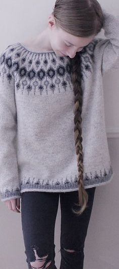 Knitting Patterns Girl Inspired by traditional Icelandic circular yoke sweaters, Telja is knit in the round from the bottom. Sweater Knitting Patterns, Knit Patterns, Knitting Sweaters, Punto Fair Isle, Icelandic Sweaters, I Cord, Fair Isle Knitting, Girls Sweaters, Knit Crochet