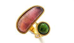 Anillo turmalina rosa y turmalina verde en oro con diamante