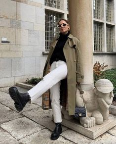 Discovered by Nina Narimane. Find images and videos about fashion, shoes and winter on We Heart It - the app to get lost in what you love. Modest Fashion, 90s Fashion, Daily Fashion, Korean Fashion, Fashion Outfits, Fashion Trends, Fashion Ideas, Fashion Shoes, Winter Fits
