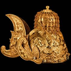 Gold and gem crown, Kutai Kertanegara Kingdom, mid-19th century, it was created for the Sultan Muhammad Sulaiman (1845-1899) by local artists and craftsman from Kutai in East Kalimantan in Indonesia. It was made from about 2kg of gold. Collection of the National Museum. http://royaldish.com/index.php?PHPSESSID=2615b42ecd29dfab0f29a7896c433ade&topic=753.msg572888#msg572888