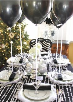 Black & white party or New Year's Party Winter Party Decorations, Birthday Decorations, Birthday Centerpieces, Table Decorations, Table Centerpieces, 40th Birthday Parties, Anniversary Parties, Birthday Table, Birthday Ideas