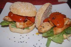bagel con pollo grillado ,rucula y tomates confitados.