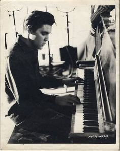 Elvis at the piano, on the set of KING CREOLE