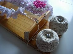 Boxoftrix: DIY - Two String Rag Rug Loom...this is so clever. Cool Rugs, Fabric Rug, Fabric Scraps, Scrap Fabric, Rug Hooking, Locker Hooking, Rug Loom, Textiles, Braided Rag Rugs