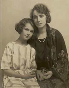 Vivien with her mother Gertrude Hartley, c1922.