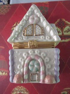 Lenox Treasures Gingerbread Holiday Surprise Trinket Box First Issue