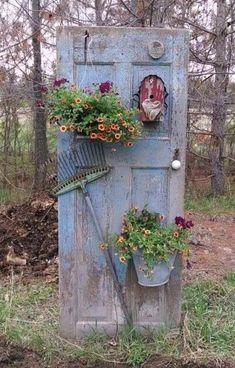 20 most beautiful vintage garden ideas - Diy Garden Decor İdeas Garden Yard Ideas, Garden Crafts, Diy Garden Decor, Vintage Garden Decor, Garden Junk, Garden Whimsy, Easy Garden, Outdoor Garden Decor, Country Garden Decorations