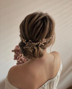 Beautiful soft, textured updo perfect for the modern bride. Bridal Hair workshops, Romantic hairstyles, wedding upstyles. Modern wedding Formal Hairstyles For Short Hair, Ball Hairstyles, Romantic Hairstyles, Baddie Hairstyles, Wedding Hairstyles, Short Hair Styles, Wedding Upstyles, Hair Upstyles, Hair Inspo