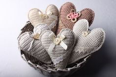 Instructions for crocheted vintage heart 65 Crochet Pillow, Crochet Motif, Crochet Flowers, Knit Crochet, Crochet Patterns, Crochet Hearts, Crochet Embellishments, Knitted Heart, Crochet Decoration