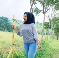 Indonesian Women, Kebaya Hijab, Hijab Jeans, Girl Hijab, Hijab Chic, Indian Beauty Saree, Beautiful Hijab, Sexy Hot Girls, Tight Dresses