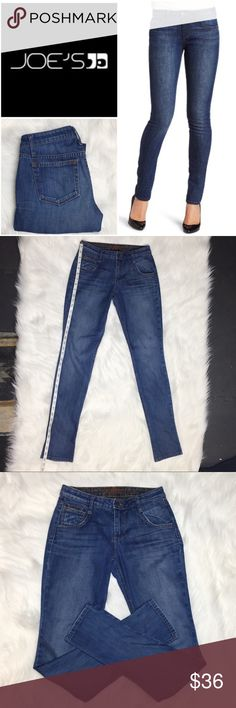"Joe's Jeans Chelsea Fit Renata Wash Skinny Sz 25 These jeans are all class on the outside and party on the inside! The interior is lined with a tad leopard print! You can also see a sneak peak of the print on the ""fifth"" pocket. Wear these with a rolled cuff when you're feeling a little spicy! The slight factory distressing on the pockets linings add a relaxed feel to these versatile jeans. Inseam measures approximately 33"". Rise measures approximately 8"". Flat waist measures approximately…"