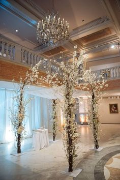 30 Winter Wedding Arches And Altars To Get Inspired: #1. Gorgeous white flowers arch creates an impression that it's frozen
