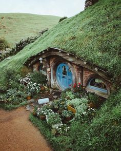 Architecture ‏@archpics 24時間24時間前  Garden paradise in The Shire, Hobbiton. Photo by @BDorts