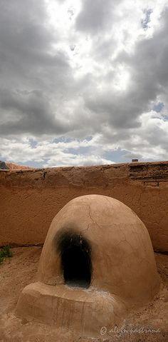 Pueblo oven, Taos Pueblo, New Mexico; photo by Alvin Pastrana