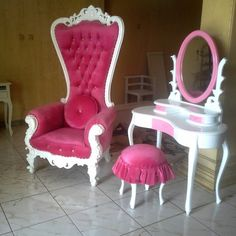 Queen chair pink set