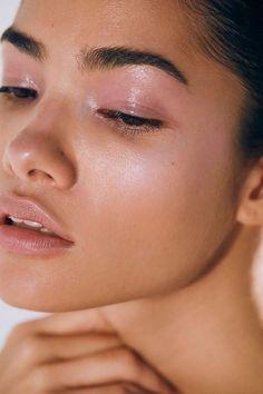 Milk Makeup Holographic Stick Draped Blush/Eye make up Beauty Make-up, Natural Beauty Tips, Natural Makeup, Beauty Hacks, Beauty Skin, Beauty Ideas, Unique Makeup, Soft Makeup, Beauty Trends