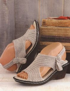 Zapatos a Crochet - Sandalias Beige -> http://esquemas.ctejidas.com/2014/06/zapatos-crochet-sandalias-beige.html: