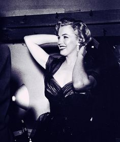1951: Marilyn backstage at the Academy Awards.