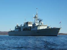 HMCS Fredericton (FFH 337)Fredericton También ha participado en varias OTAN misiones, patrullando el océano Atlántico como parte de la Fuerza Naval Armamento:24 × Honeywell Mc 46 torpedos 16 × Evolved Sea Sparrow SAM- 8 × RGM-84 Harpoon SSM 1 × 57 mm Bofors Mk3 arma  1 × 20 mm Vulcan Falange CIWS 6 × 0,50 calibre ametralladoras       (Canadá