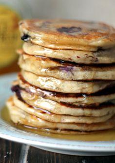 Blueberry Vanilla Buttermilk Greek Yogurt Pancakes - fluffy & tender pancakes!