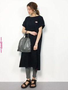第2次レギンスブーム到来!今年っぽく着るための秘訣大公開♡ ついにやって来た第2次レギンスブーム。アラサー女子にとっては馴染みの深いアイテムですが、昔と同じ着こなし方ではNG。レギンスを今年っぽく使いこなす秘訣とコーデサンプルを17パターンご紹介いたします。 Japan Fashion, Daily Fashion, Love Fashion, Fashion Beauty, Womens Fashion, Fashion Design, Japanese Minimalist Fashion, Minimal Fashion, Cool Street Fashion