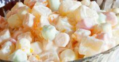 Marshmallow Slaai Bestanddele Marshmallows in kwarte gesny (of klein soort) 250 ml room 1 groen appel, afgespoel (sny in blokkies, met skil) 1 blik fyn pynappel 1 liter vrugte jogurt Metode Meng al die bestandele, maar net helfte. Kos, Marshmallow Salad, Feta, Potato Salad, Sweet Treats, Recipies, Cooking Recipes, Vegetables, Ethnic Recipes