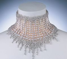 Mikimoto- Akoya Pearl Necklace with Diamonds Name: Bean Cream Beauty. Pearl Jewelry, Vintage Jewelry, Fine Jewelry, Pearl Necklace, Pearl Choker, Jewlery, Jewelry Making, Fru Fru, Pearl And Lace