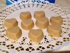 Csodás édesség, ajándékba is elkészíthető. Mini Cupcakes, Muffin, Food, Candy, Essen, Muffins, Meals, Cupcakes, Yemek