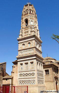 La torre de la iglesia de Utebo es de las más espectaculares del Mudéjar en Aragón