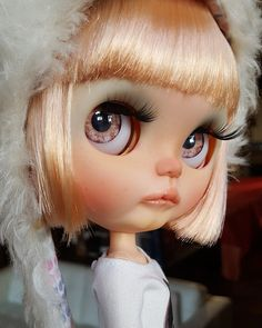 Meet STELLA new custom Blythe art doll by me - Base doll is Neo Blythe RBL Stella savahna - carved and sanded lips, philtrum, nose and chin - painted with high quality pastels - golden colorful eyelids - new pair of eyelashes - 4 new eyechips (, 2 realistic by puppelina 2