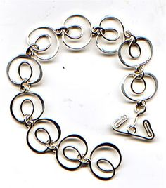 WireWorkers Guild: Loop de Loop bracelet.  #Wire #Jewelry #Tutorials