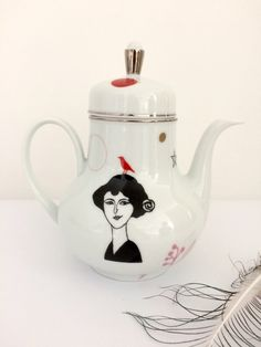 :: LES BELLES DAMES :: Vintage teapot with Emilienne #16133 door celindaversluis op Etsy https://www.etsy.com/nl/listing/474948886/vintage-teapot-with-emilienne-16133