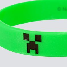 NX : Minecraft Creeper Bracelet - Clothing Inspired by Video Games & Geek Culture Minecraft Outfits, Minecraft Gifts, Minecraft Clothes, Minecraft Birthday Party, Birthday Fun, Birthday Party Themes, Birthday Ideas, Clear Favor Boxes, Rubber Bracelets