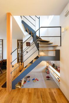 Railing Design, Staircase Design, Modern Japanese Interior, Staircase Storage, Cute Apartment, Living Room Decor Inspiration, Narrow House, Floating Stairs, Living Room Pictures