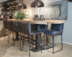 Robuuste Unieke Boomstam Bartafel - Tafels - Collectie - Looiershuis Furniture, Bar Table, Interior, Dining Table, Interior Styling, Table, Home Decor, House Interior, Diy Outdoor Furniture