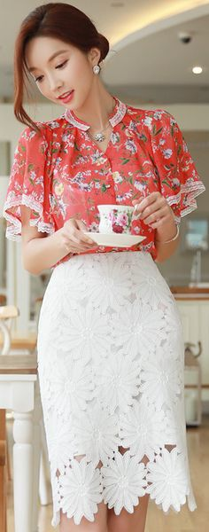 StyleOnme_Sunflower Lace Pencil Skirt #white #lace #pencilskirt #koreanfashion #kstyle #kfashion #seoul #summerlook