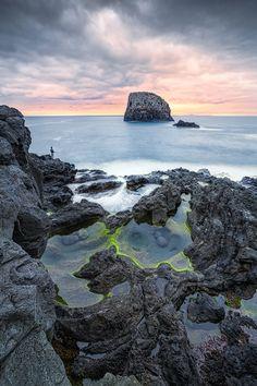 © Dirk Wiemer - www.dirkwiemer.de - Angler am Felsen (Porto da Cruz / Madeira) - Angler, Felsen, Madeira, Porto da Cruz, Sonnenaufgang, Wolken