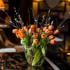 KW 14: 20 Tulpen und 20 Weidenkätzchen für die Tischvase
