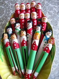 Christmas clothespin dolls – these would be cute holding cards on twine