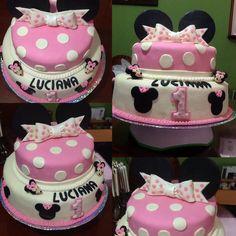 Torta con detalles femeninos de Minnie