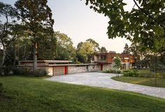 Love the Mid Century Modern influence of this home. Simple and clean! Stonington Residence by Joeb Moore & Partners