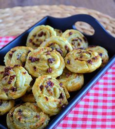 Pesto tomaat rolletjes - Laura's Bakery