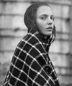 Balenciaga Girl_ Zlata Semenko by Thomas Whiteside for BAZAAR Spain Fashion Story, Harpers Bazaar, Fashion Pictures, Fashion Photo, Editorial Fashion, Balenciaga, Spain, Turtle Neck, Photoshoot