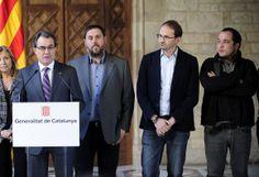 """Referendo sobre independência da Catalunha é """"inconstitucional"""" e """"não se vai realizar"""", garante Rajoy - PUBLICO.PT 12/12/2014 O referendo sobre a independência da Catalunha já tem data e pergunta. A 9 de Novembro de 2014 os catalães vão responder à questão: """"Quer que a Catalunha seja um Estado?"""" Em caso de resposta afirmativa à primeira pergunta, o referendo prevê uma outra que aborda directamente a independência: """"Quer que a Catalunha seja um Estado independente?"""""""