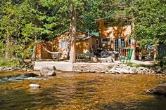 They are pet-friendly and offer quick access to Rocky Mountain National Park, the two larger cabins feature hot tubs and flat-screen TVs.