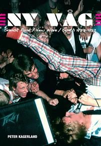 Fem hundra band. Ett tusen skivor. Så skulle man enklast kunna sammanfatta den första svenska punkvågen mellan åren 1977 till 1982.Man kan också skriva en tjock bok. En bok där alla de femhundra bandens historier berättas på ett ingående och samtidigt lättläst och underhållande vis. Där alla skivor räknas upp och värderas ur samlarsynpunkt. Där kompletterande texter berättar vad som hände under dessa punkens första legendariska år i såväl storstäderna som i övriga landet. Det blev en sådan…